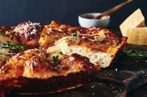 Crispy Cheesy Pan Pizza